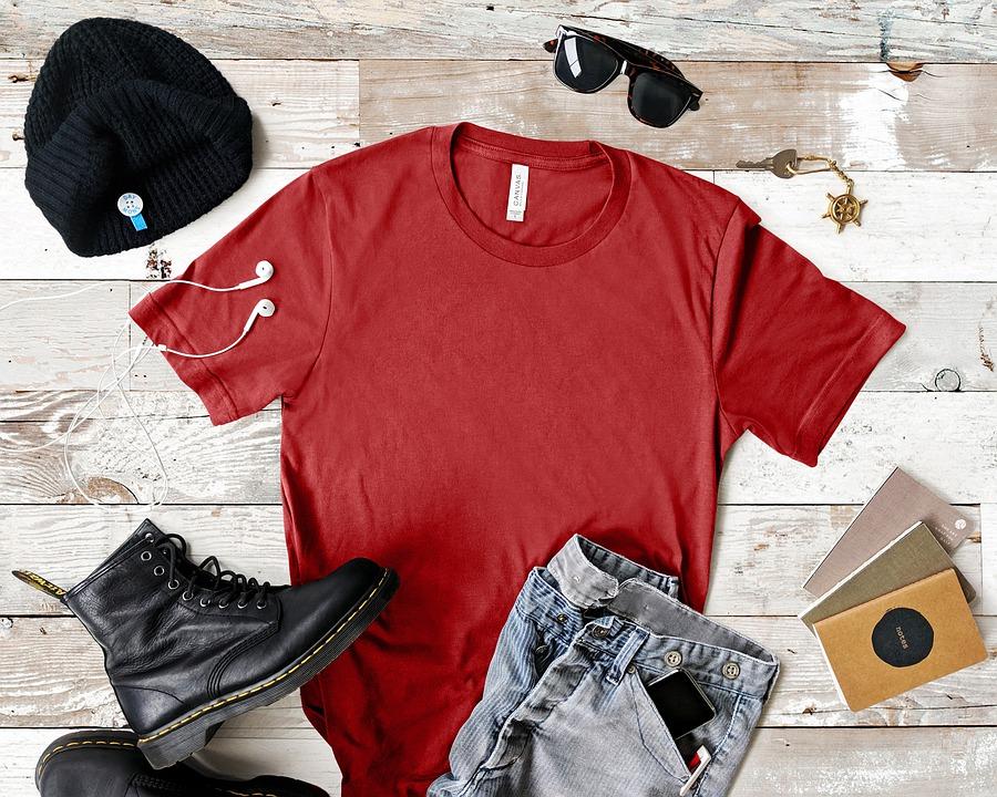 červené triko a oděv