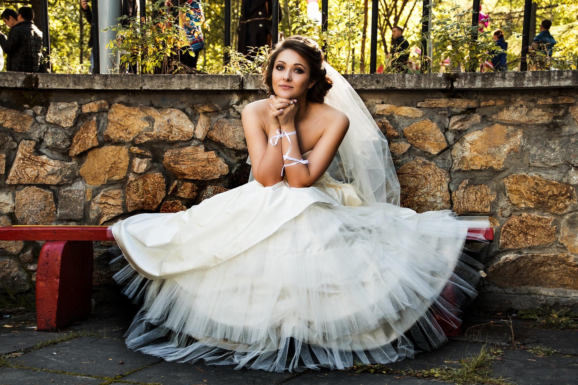 sedící nevěsta