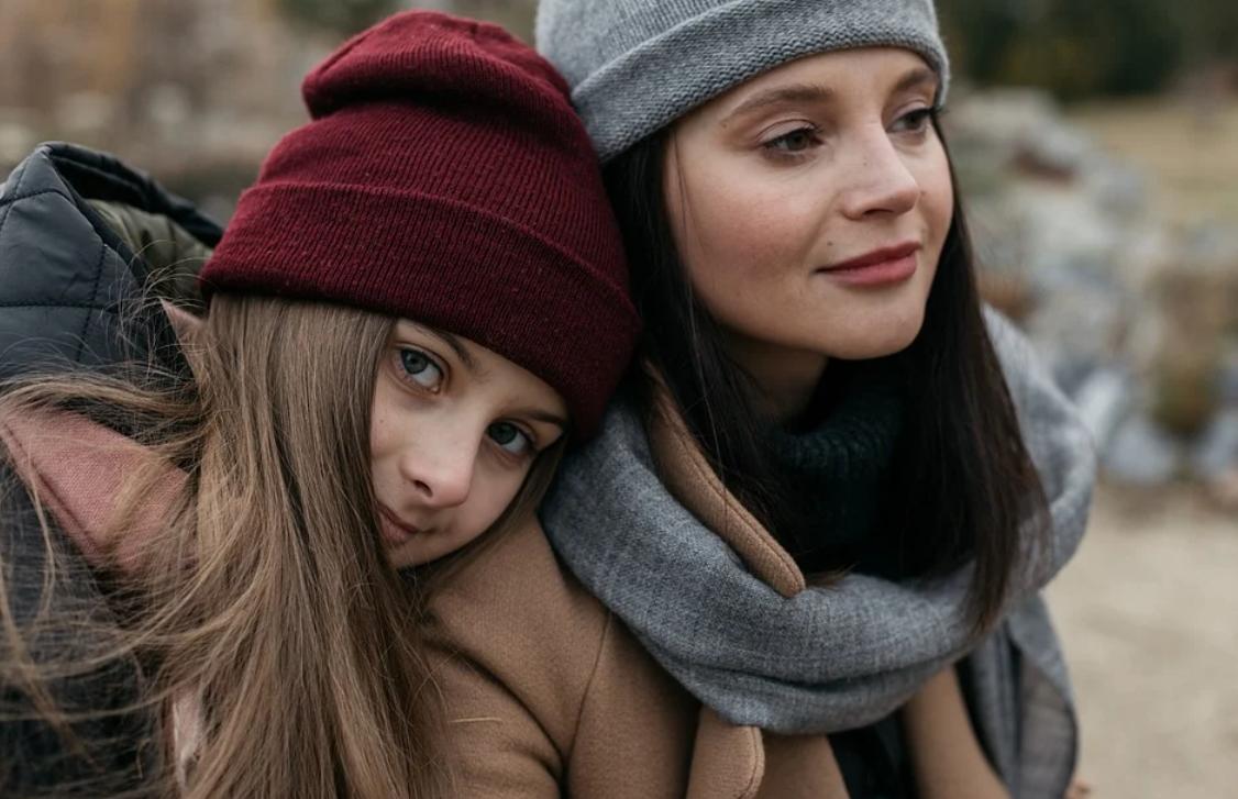 dívky a čepice