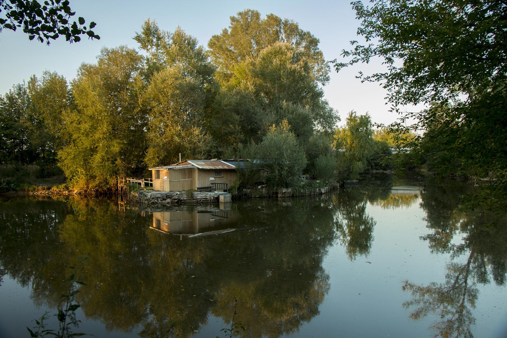 chata u vody