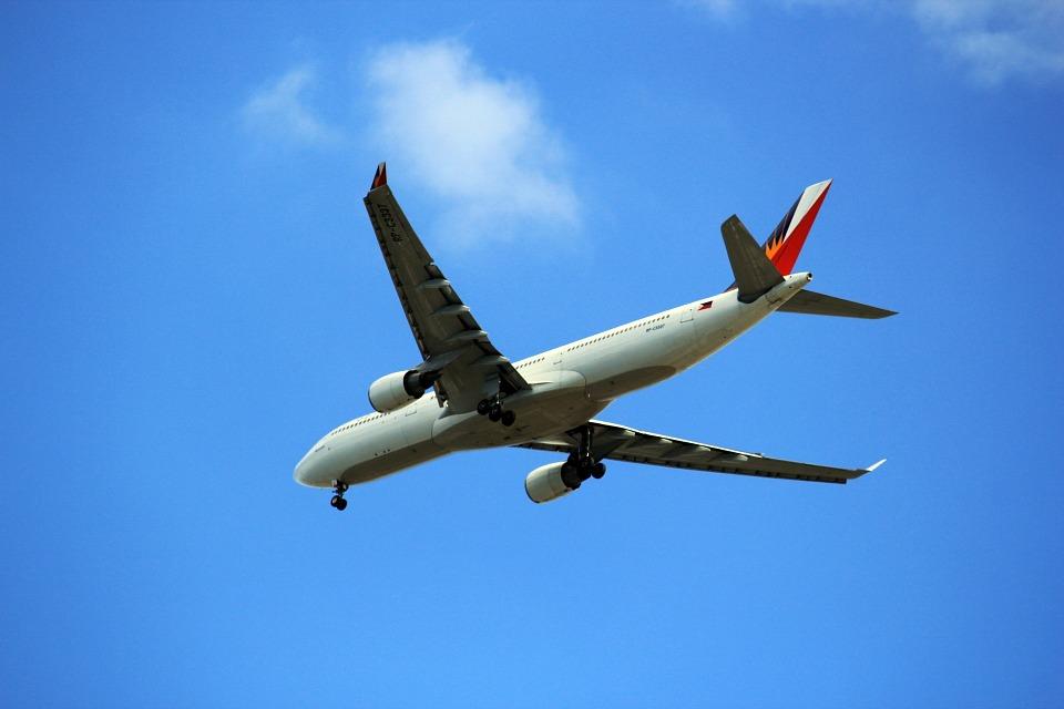 letící Airbus