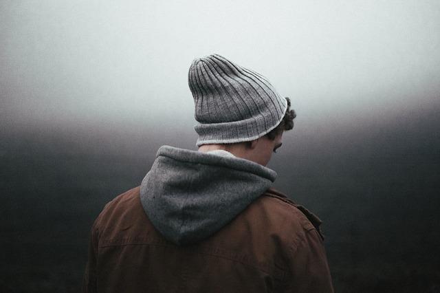 mladík s čepicí